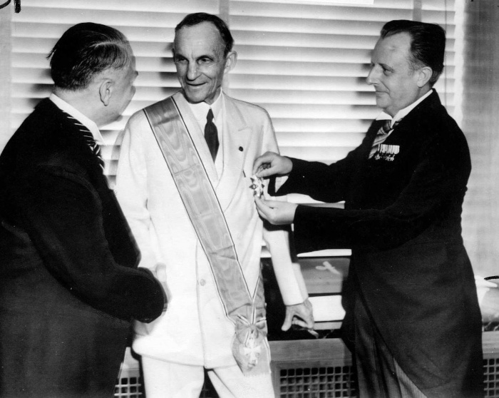 Henry Ford Receiving The Grand Cross Of German Eagle From Nazi Officials 1938